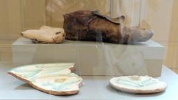 Chaussures en cuir du XVIIème siècle à Albi. Source : http://data.abuledu.org/URI/59c1c7cc-chaussures-en-cuir-du-xviieme-siecle-a-albi