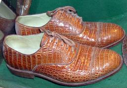 Chaussures en peau de crocodile. Source : http://data.abuledu.org/URI/50fbede5-chaussures-en-peau-de-crocodile