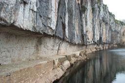 Chemin de halage de Saint-Cirq Lapopie (Lot). Source : http://data.abuledu.org/URI/47f533d4-chemin-de-halage-de-saint-cirq-lapopie-lot-