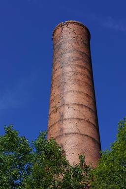 Cheminée d'une ancienne mine de charbon. Source : http://data.abuledu.org/URI/53d3ef8f-cheminee-d-une-ancienne-mine-de-charbon