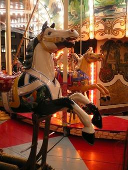 Chevaux de manège. Source : http://data.abuledu.org/URI/5235ced5-chevaux-de-manege