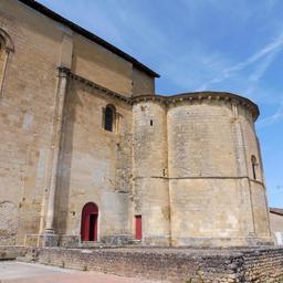 Chevet roman de l'église de Saint-Macaire-33. Source : http://data.abuledu.org/URI/599a9b17-chevet-roman-de-l-eglise-de-saint-macaire-33