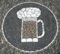 Chope de bière en mosaïque. Source : http://data.abuledu.org/URI/501f1295-choppe-de-biere-en-mosaique