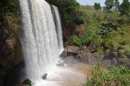 Chutes de la Métchié au Cameroun. Source : http://data.abuledu.org/URI/5539127e-chutes-de-la-metchie-cameroun