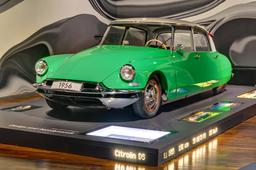 Citroën DS de 1956. Source : http://data.abuledu.org/URI/530c7d57-citroen-ds-de-1956