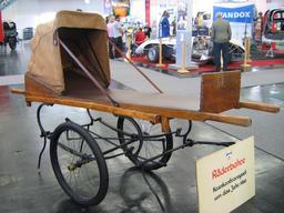 Civière sur deux roues de 1900. Source : http://data.abuledu.org/URI/530cf4b9-civiere-sur-deux-roues-de-1900