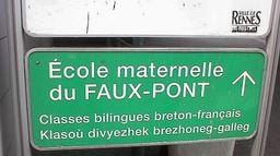 Classe bilingue à Rennes en 2002. Source : http://data.abuledu.org/URI/52bca04f-classe-bilingue-a-rennes-en-2002