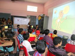 Classe d'informatique en Inde. Source : http://data.abuledu.org/URI/527e804f-classe-d-informatique-en-inde