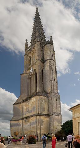 Clocher de l'église monolithe de Saint-Émilion. Source : http://data.abuledu.org/URI/5413f947-clocher-de-l-eglise-monolithe-de-saint-emilion