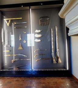 Collections d'armes médiévales au musée des beaux-arts de Dijon. Source : http://data.abuledu.org/URI/59d69bf9-collections-d-armes-medievales-au-musee-des-beaux-arts-de-dijon