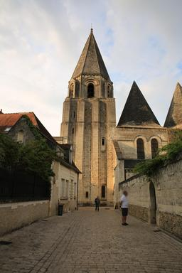 Collégiale Saint-Ours à Loches. Source : http://data.abuledu.org/URI/55e41c4f-collegiale-saint-ours-a-loches