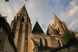 Collégiale Saint-Ours à Loches. Source : http://data.abuledu.org/URI/55e41cf1-collegiale-saint-ours-a-loches