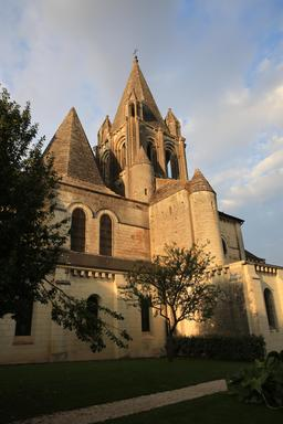 Collégiale Saint-Ours à Loches. Source : http://data.abuledu.org/URI/55e41e52-collegiale-saint-ours-a-loches