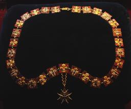 Collier de l'ordre du Saint-Esprit. Source : http://data.abuledu.org/URI/53087231-collier-de-l-ordre-du-saint-esprit