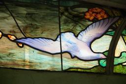 Colombe sur un vitrail. Source : http://data.abuledu.org/URI/52fb9195-colombe-sur-un-vitrail