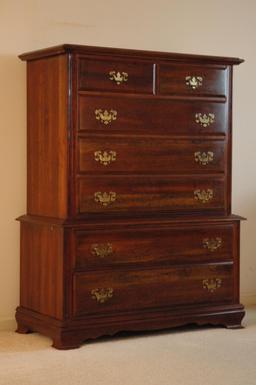 Commode à tiroirs et poignées. Source : http://data.abuledu.org/URI/5369e901-commode-a-tiroirs-et-poignees
