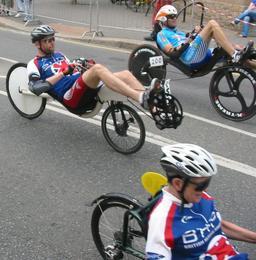 Compétition de vélos couchés. Source : http://data.abuledu.org/URI/51fb5cb5-competition-de-velos-couches