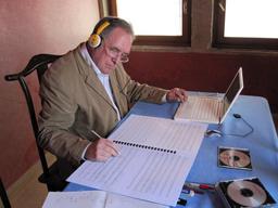Compositeur au travail. Source : http://data.abuledu.org/URI/5882583c-compositeur-au-travail