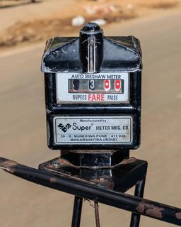Compteur de pousse-pousse à Jaipur. Source : http://data.abuledu.org/URI/58cee6f3-compteur-de-pousse-pousse-a-jaipur