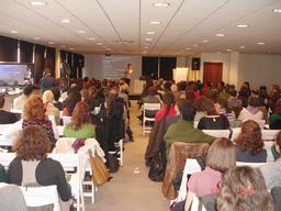 Conférence avec vidéoprojecteur. Source : http://data.abuledu.org/URI/5336f47d-conference-avec-videoprojecteur