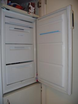 Congélateur vertical ouvert. Source : http://data.abuledu.org/URI/52756133-congelateur-vertical-ouvert