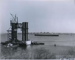 Construction d'un pont suspendu à NY en 1962. Source : http://data.abuledu.org/URI/589ed05b-construction-d-un-pont-suspendu-a-ny-en-1962