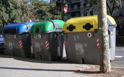 Conteneurs de tri sélectif à Barcelone. Source : http://data.abuledu.org/URI/510dbddf-conteneurs-de-tri-selectif-a-barcelone