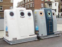 Conteneurs de verre à Bruxelles. Source : http://data.abuledu.org/URI/510dbeb7-conteneurs-de-verre-a-bruxelles
