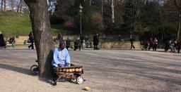 Conteur africain et son balafon. Source : http://data.abuledu.org/URI/53c7130c-conteur-africain-et-son-balafon