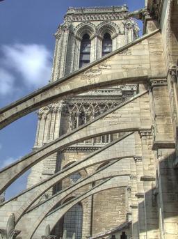 Contreforts en pierre de Notre Dame. Source : http://data.abuledu.org/URI/51439cae-contreforts-en-pierre-de-notre-dame