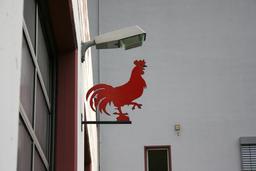 Coq rouge de l'enseigne de la caserne des pompiers. Source : http://data.abuledu.org/URI/51ef0448-coq-rouge-de-l-enseigne-de-la-caserne-des-pompiers