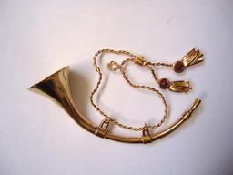 Cor de chasse miniature en or. Source : http://data.abuledu.org/URI/5300ae5f-cor-de-chasse-miniature-en-or
