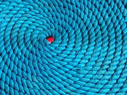 Corde bleue en spirale. Source : http://data.abuledu.org/URI/501da8ea-corde-bleue-en-spirale