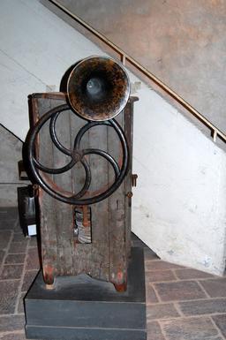 Corne de brume embarquée ancienne. Source : http://data.abuledu.org/URI/5347f4f6-corne-de-brume