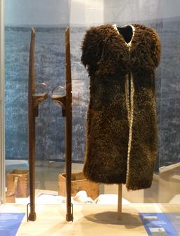 Costume du berger traditionnel landais. Source : http://data.abuledu.org/URI/5827f6a4-costume-du-berger-traditionnel-landais