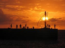 Coucher de soleil à Saint-Gilles les Bains. Source : http://data.abuledu.org/URI/52d065e2-coucher-de-soleil-a-saint-gilles-les-bains