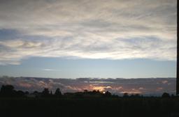 Coucher de soleil en Sauternais - 04. Source : http://data.abuledu.org/URI/5435b766-coucher-de-soleil-en-sauternais-04