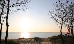 Coucher de soleil sur le Bassin d'Arcachon. Source : http://data.abuledu.org/URI/53d18602-coucher-de-soleil-sur-le-bassin-d-arcachon
