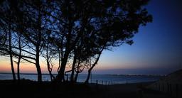 Coucher de soleil sur le Bassin d'Arcachon. Source : http://data.abuledu.org/URI/53d255f6-coucher-de-soleil-sur-le-bassin-d-arcachon