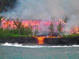 Coulée de lave du Piton de la Fournaise. Source : http://data.abuledu.org/URI/521a233f-coulee-de-lave-du-piton-de-la-fournaise