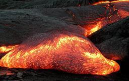 Coulée de lave du volcan Kilauea. Source : http://data.abuledu.org/URI/50939ef8-coulee-de-lave-du-volcan-kilauea