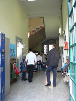 Couloir d'école en Belgique. Source : http://data.abuledu.org/URI/533c8fff-couloir-d-ecole-en-belgique