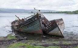 Couple de bateaux abandonnés. Source : http://data.abuledu.org/URI/5874f3b1-couple-de-bateaux-abandonnes