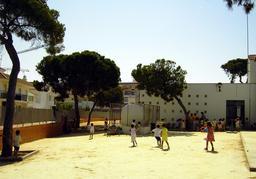 Cour de récréation en Espagne. Source : http://data.abuledu.org/URI/533c9c40-cour-de-recreation-en-espagne