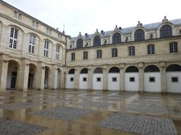 Cour Mably à Bordeaux. Source : http://data.abuledu.org/URI/582790dc-cour-mably-a-bordeaux