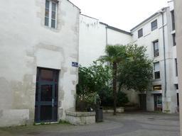 Cour Saint-Michel à La Rochelle. Source : http://data.abuledu.org/URI/5821bf81-cour-saint-michel-a-la-rochelle