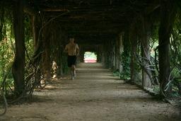 Coureur dans un tunnel. Source : http://data.abuledu.org/URI/501eb4af-coureur-dans-un-tunnel