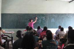 Cours de biologie au Sénégal. Source : http://data.abuledu.org/URI/54934cbf-cours-de-biologie-au-senegal
