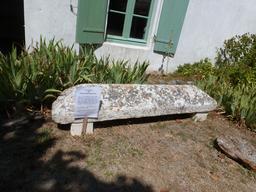 Couvercle de sarcophage carolingien de Talmont. Source : http://data.abuledu.org/URI/55be337c-couvercle-de-sarcophage-carolingien-de-talmont