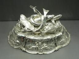 Couvre-plat en argent. Source : http://data.abuledu.org/URI/5381a637-couvre-plat-en-argent